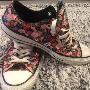Like New Floral Print Converse